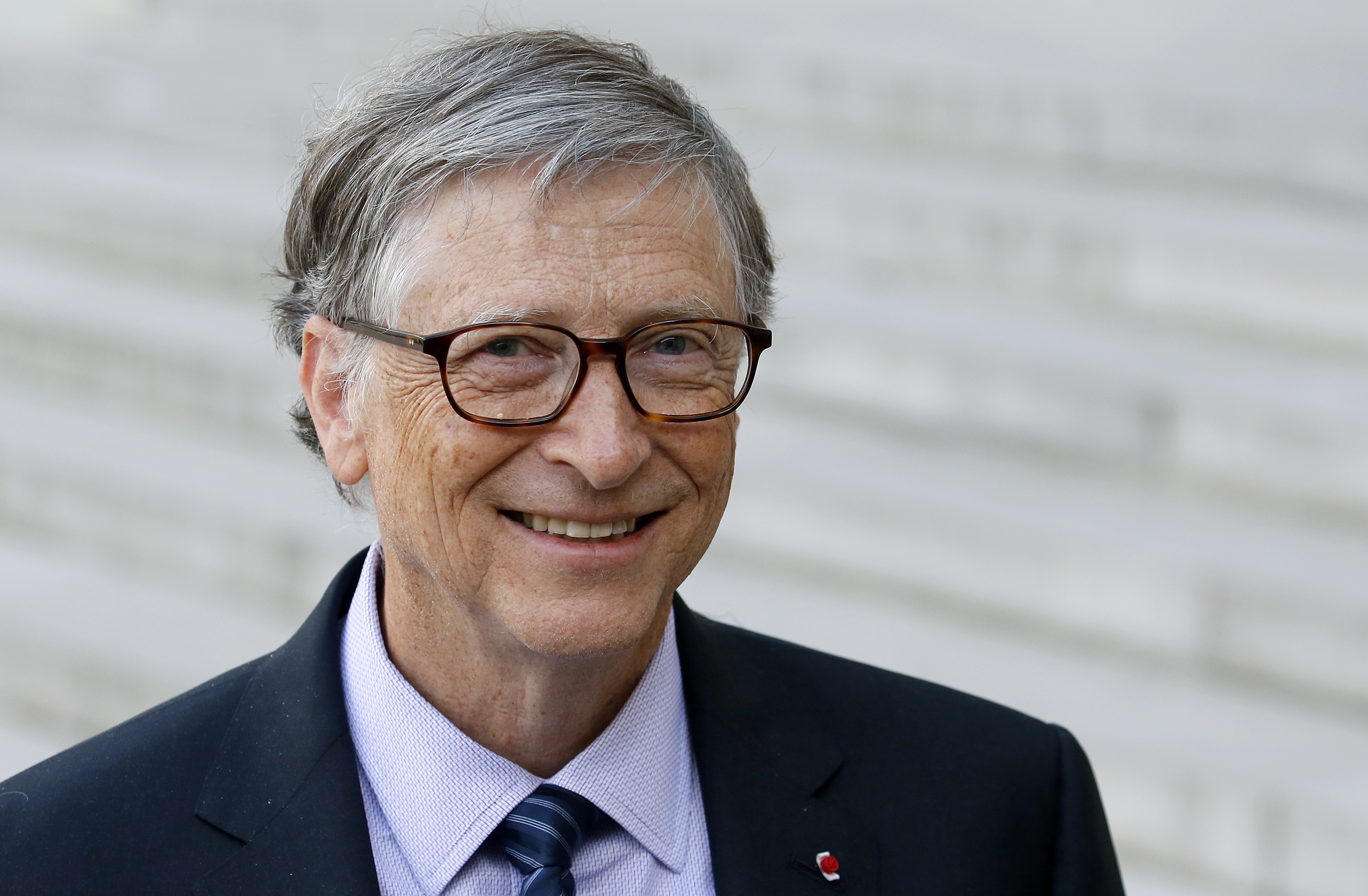 Bill Gates aurait eu une relation beaucoup plus proche avec Jeffrey Epstein  que ce qu'il prétend -