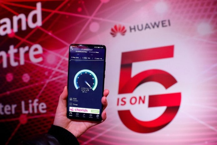 Le gouvernement britannique restreint le réseau 5G au groupe chinois Huawei